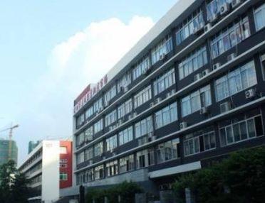 深圳超凡外贸服装批发市场营业时间比较早4点就开门了