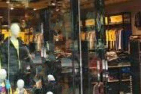网店、散货店、品牌店进货指南:各类型服装店货源渠道选择技巧