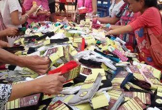 详细分析一下摆地摊卖袜子挣钱吗