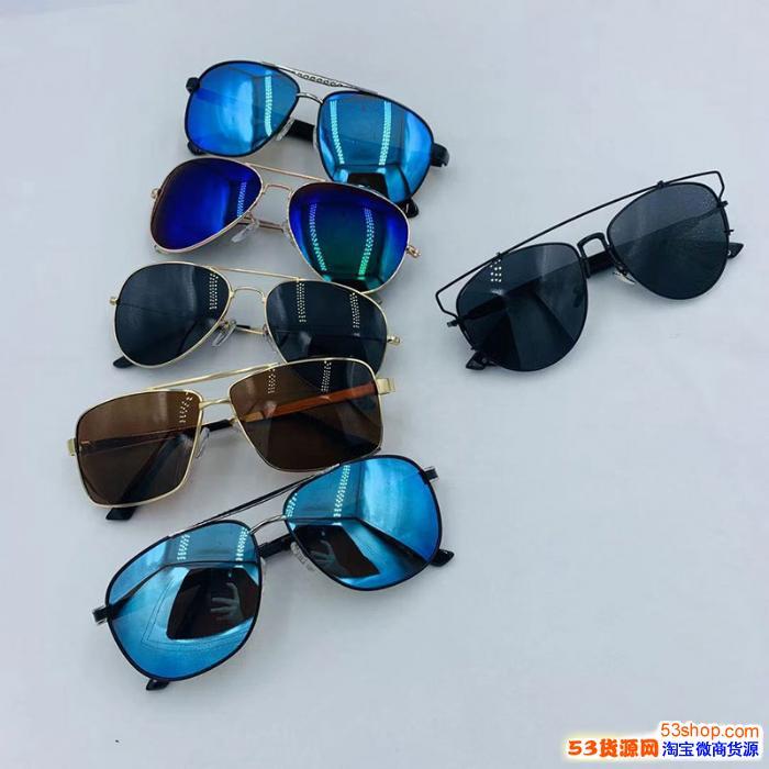展销会时尚偏光镜批发,偏光镜货源带盒子包装,夏天摆摊太阳眼镜