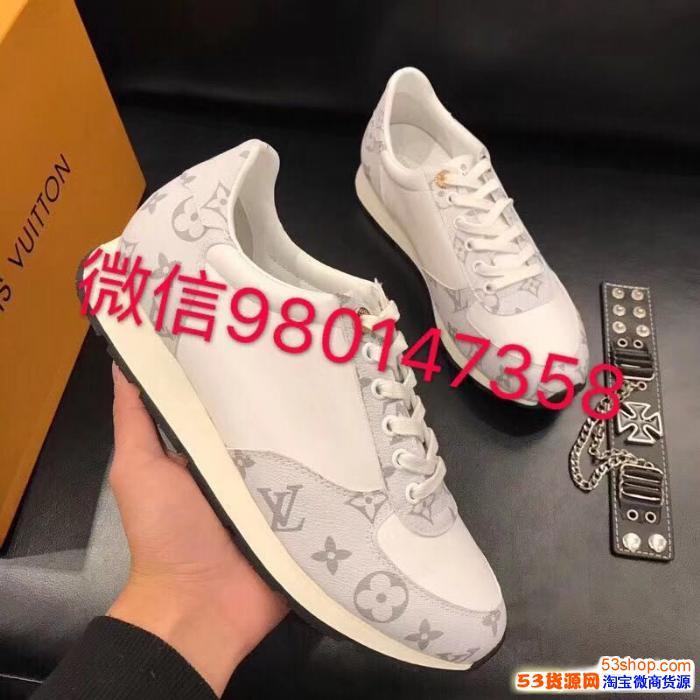 广州著�计贩�装鞋子微商货源原单包包免费代理拿货一件代发