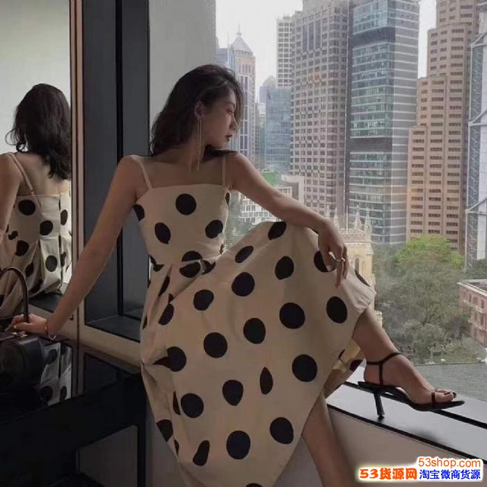明星网红同款爆款女装 厂家直销潮牌特价服装批发 一件代发诚招代理