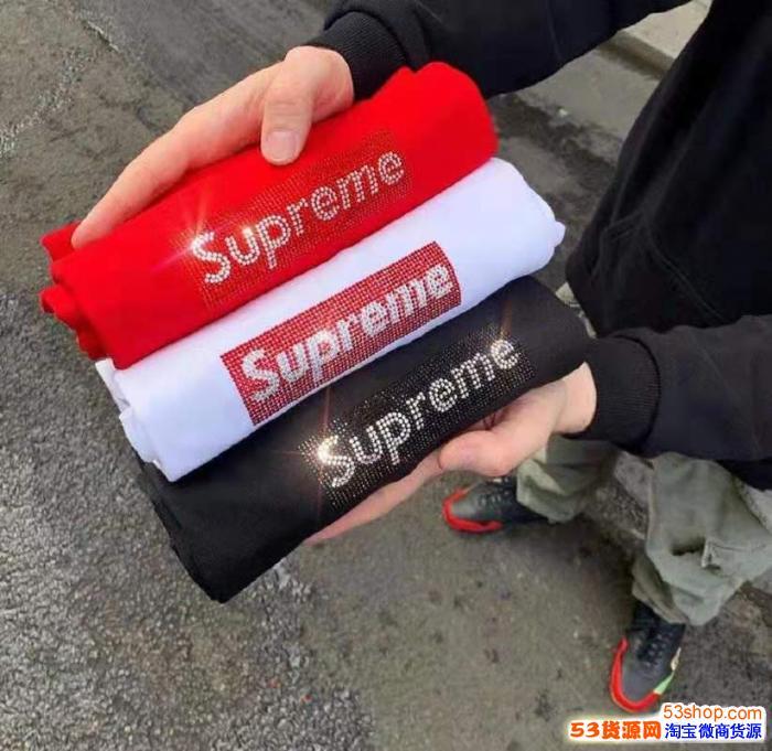 高档SUPREME卫衣 短袖  多少钱     国内有店吗