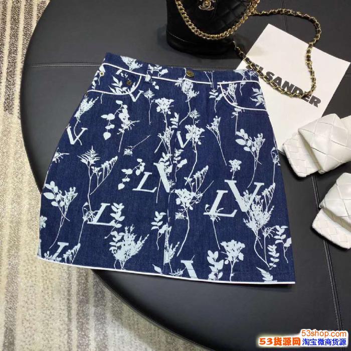 新款原创品牌系列小众女装 厂家直销一手货源对接批发市场招代理