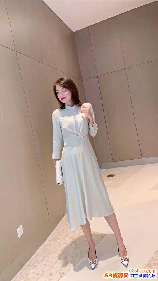 广州高端女服装货源新款冬天女装熟风毛衣批发海外市场